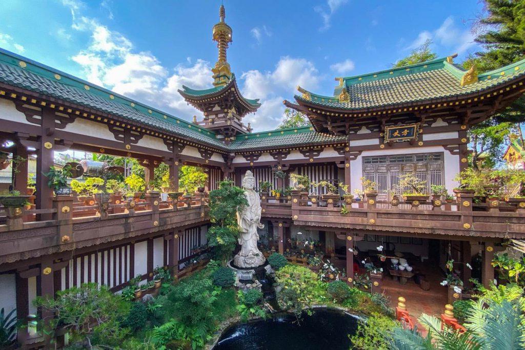 Khám phá vẻ đẹp bí ẩn chùa Minh Thành – Bông hoa sen phố núi